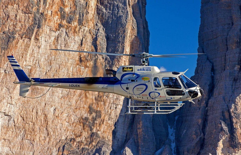 vliegles in een helikopter